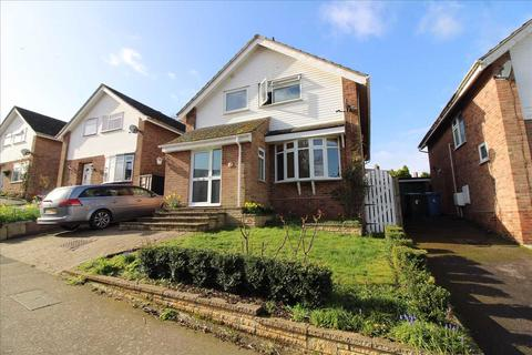4 bedroom detached house for sale - Pine Close, Brantham