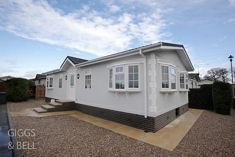 2 bedroom house for sale - Little Meadow, Woodside Home Park, Woodside, Luton, LU1
