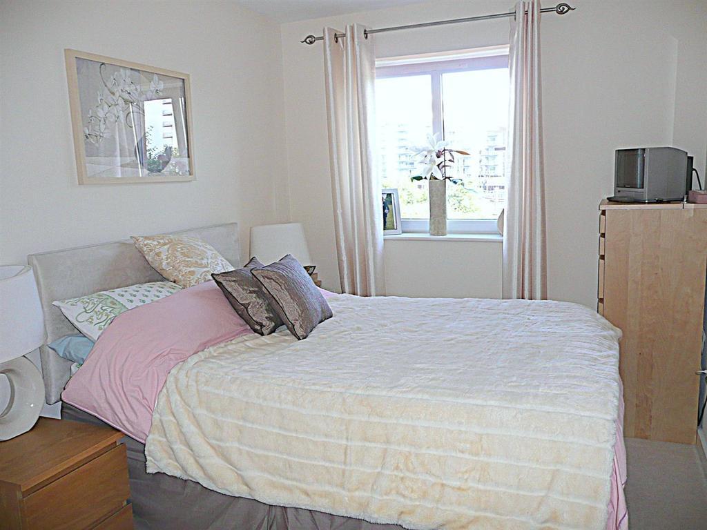 19 bedroom.jpg