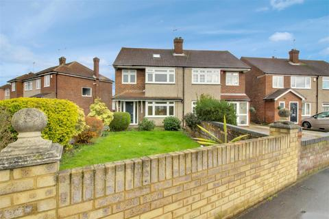 4 bedroom semi-detached house for sale - Roundmoor Drive, Cheshunt