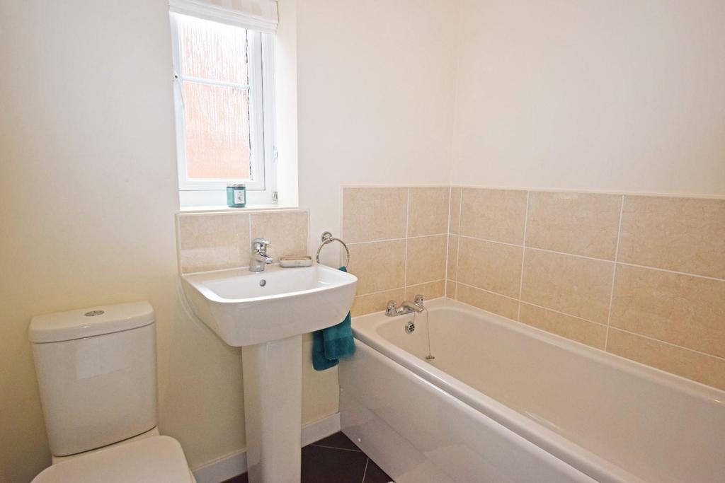 62 Fairey Street, bathroom.jpg