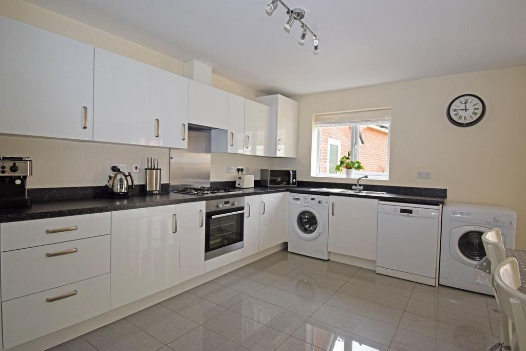 62 Fairey Street, kitchen 3.jpg