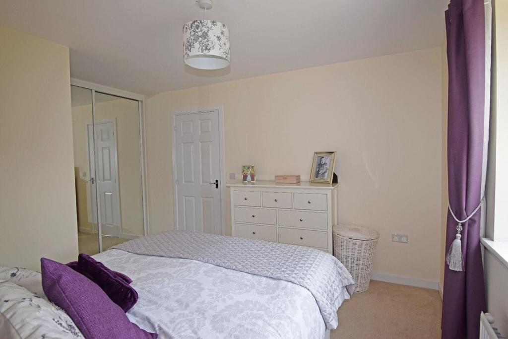 62 Fairey Street, bed 1b.jpg