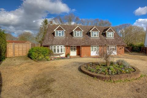 5 bedroom detached house for sale - Coggeshall Road, Earls Colne, Colchester