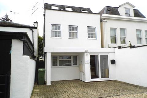 4 bedroom house to rent - Oxford Close, Cheltenham