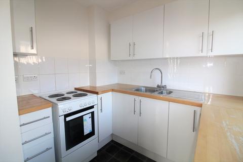 2 bedroom flat to rent - King Henry Mews, Enfield, EN3