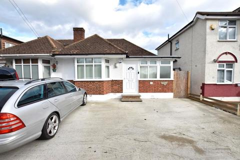 2 bedroom semi-detached bungalow for sale - West View, Bedfont, Middlesex, TW14