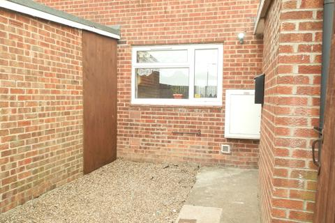 3 bedroom terraced house to rent - Moorfoot Close, Hull HU7