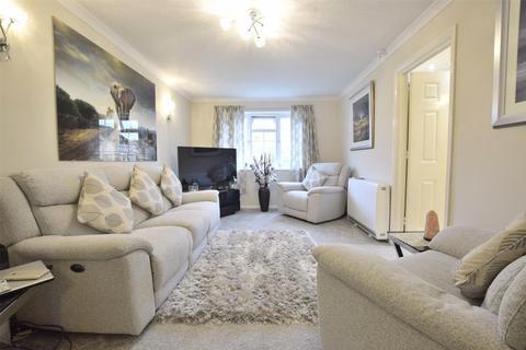 2 bedroom flat for sale - Home Farm Court, Greenway Lane, Charlton Kings, CHELTENHAM, Gloucestershire, GL52