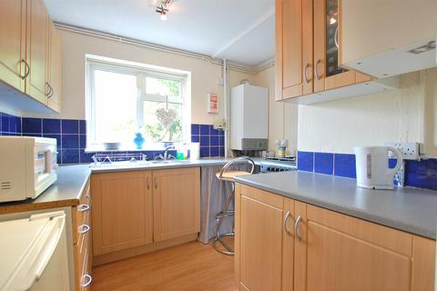 2 bedroom flat for sale - East End Road, Charlton Kings, CHELTENHAM, Gloucestershire, GL53 8QN