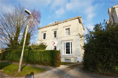 1 bedroom flat for sale - Pittville Crescent, CHELTENHAM, Gloucestershire, GL52 2QZ