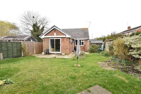 2 bedroom detached bungalow for sale - Wessex Drive, CHELTENHAM, GL52