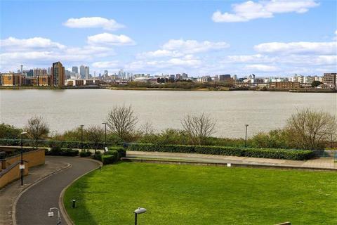 2 bedroom flat to rent - Tideslea Path, West Thamesmead, London, SE28