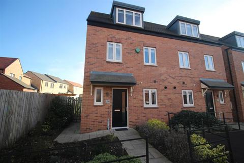 3 bedroom end of terrace house for sale - Viscount Close, Shiremoor, Newcastle Upon Tyne