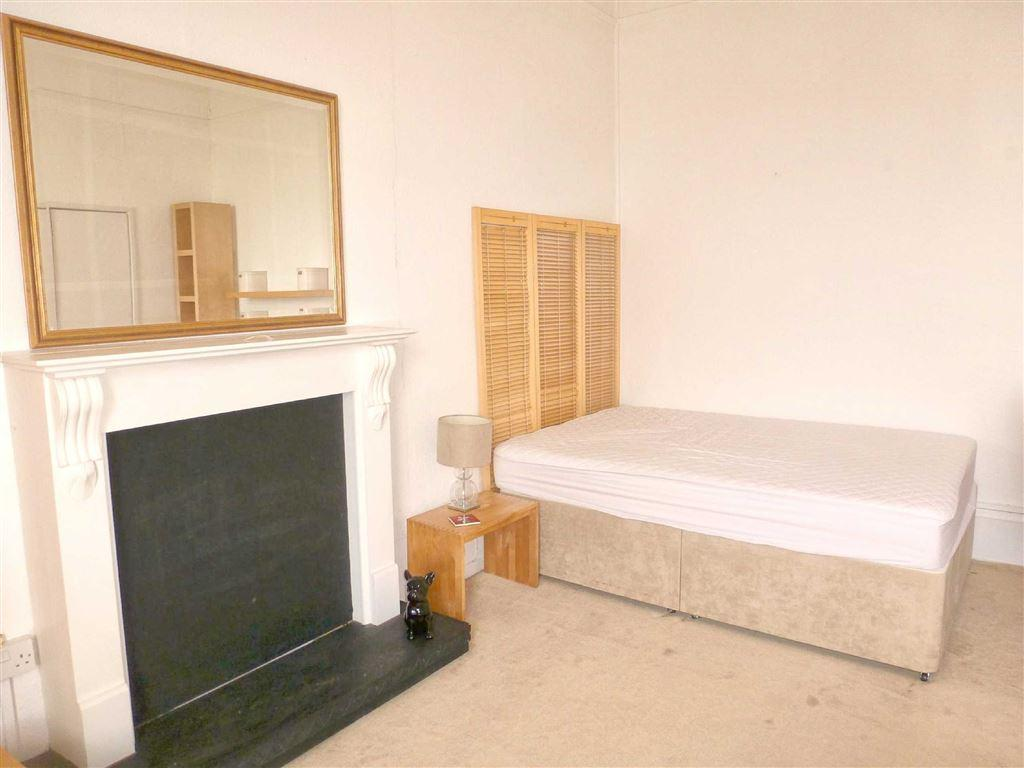 Bed/sitting room