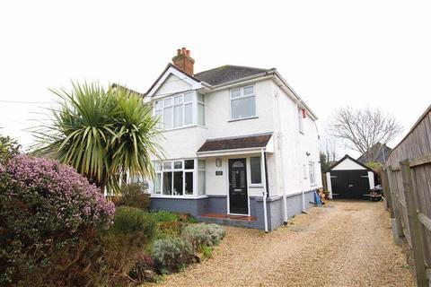 3 bedroom house for sale - Barton on Sea, Hampshire