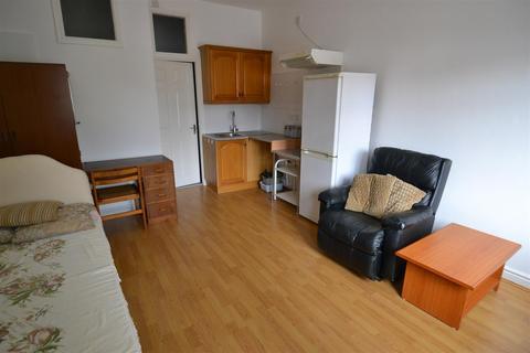 Studio to rent - Alcester Road South, Kings Heath, Birmingham