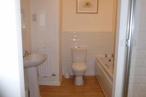 2 bedroom flat to rent - Victoria Court, Victoria Lane, Whitefield