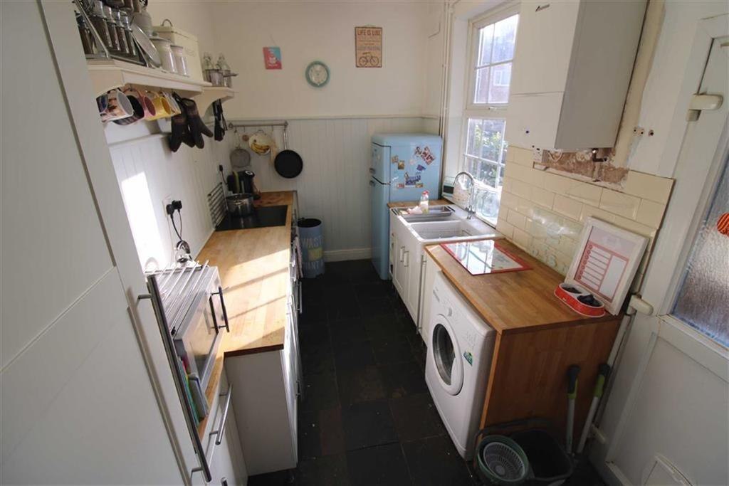 Rear fitted kitchen