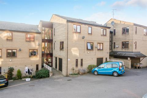 2 bedroom apartment for sale - Manor Square, Yeadon, Leeds