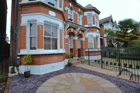 2 bedroom ground floor flat to rent - Portsmouth Road, Thames Ditton, KT7