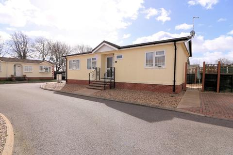 2 bedroom detached bungalow for sale - East Beach Park, Shoeburyness