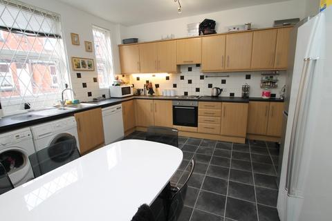 6 bedroom terraced house to rent - BILLS INCLUSIVE** Burchett Grove,Woodhouse