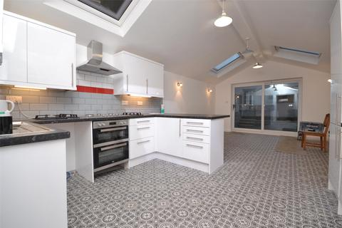 5 bedroom terraced house to rent - Brougham Hayes, Bath, BA2