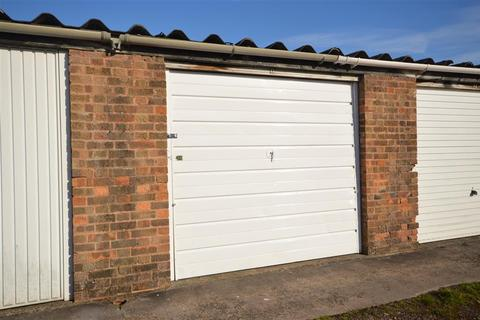 Garage to rent - Knightsbridge Road, Glen Parva, Leicester, LE2 9TY