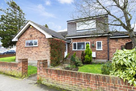 3 bedroom bungalow for sale - School Green Lane, North Weald, CM16