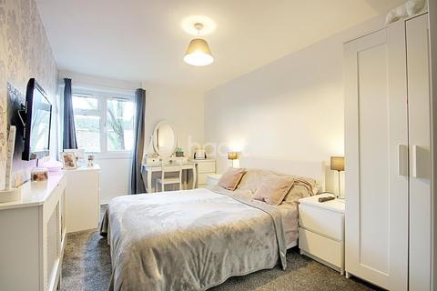 1 bedroom flat for sale - Poplar Close, Witham