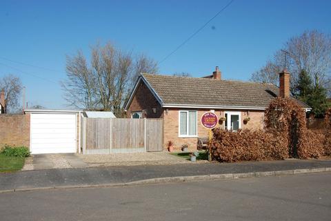 2 bedroom detached bungalow for sale - Styles Place, Yelvertoft, Northampton NN6 6LR