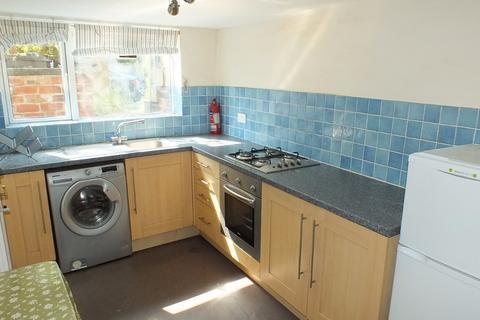 Studio to rent -  Beechwood Grove,  Leeds, LS4