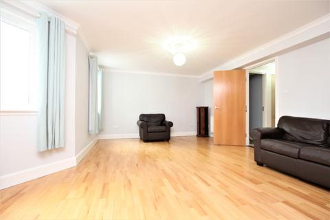 3 bedroom flat to rent - McDonald Road, Bonnington, Edinburgh, EH7 4LZ