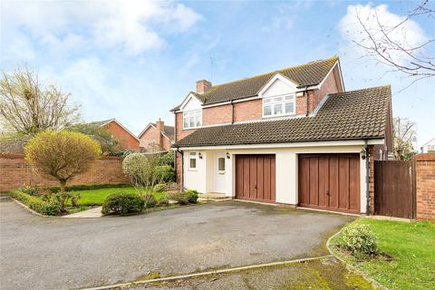 4 bedroom detached house for sale - Shaw Close, Hornchurch, RM11