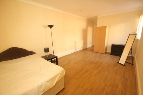 Studio to rent - Stirling Road, Edgbaston, B16 9BG