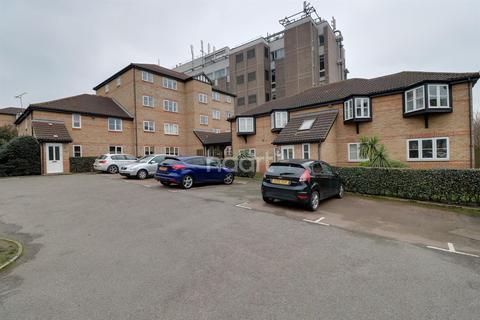 1 bedroom flat for sale - Wells Court, Regarth Avenue, Romford