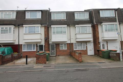 4 bedroom terraced house to rent - Croombs Road, London, E16
