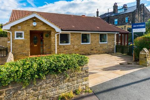 2 bedroom detached bungalow for sale - St Margarets Avenue, Horsforth, LS18