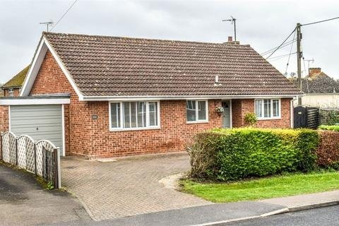 3 bedroom detached bungalow for sale - Dunmow, Essex