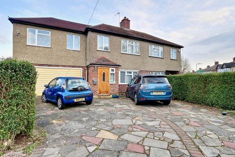 4 bedroom semi-detached house for sale - Tavistock Road, Ickenham, UB10
