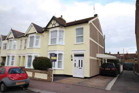 3 bedroom end of terrace house for sale - Gainsborough Drive, Westcliff-On-Sea