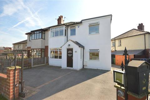 3 bedroom semi-detached house for sale - Barfield Avenue, Yeadon, Leeds, West Yorkshire