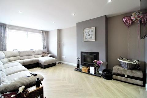 3 bedroom semi-detached house for sale - Three/Four Bedroom Stunning Family Home on Mendip Way, Luton