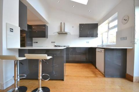 4 bedroom terraced house to rent - Stafford Road, Wallington, London, SM6 9AA