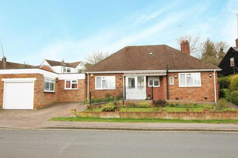 3 bedroom detached bungalow for sale - Homewood Avenue, Cuffley