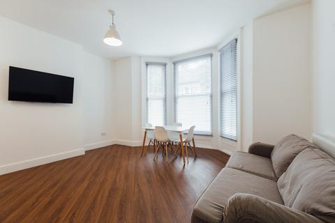 2 bedroom house to rent - Marlborough Avenue, ,