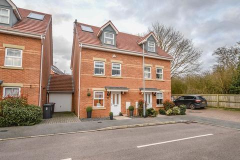 3 bedroom semi-detached house for sale - Olvega Drive, Buntingford