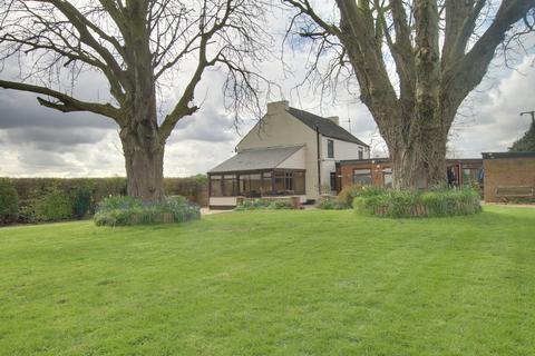 3 bedroom farm house for sale - Doddington Road, Chatteris