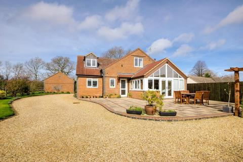 5 bedroom country house for sale - Towcester Road, Blisworth